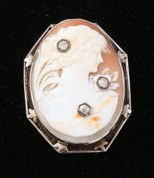 2276: Cameo and Diamond Pendant