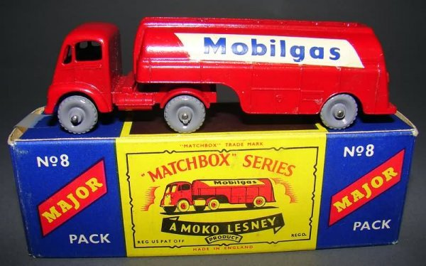 5003: Matchbox #8 Major Pack Mobile Gas Petrol Tanker