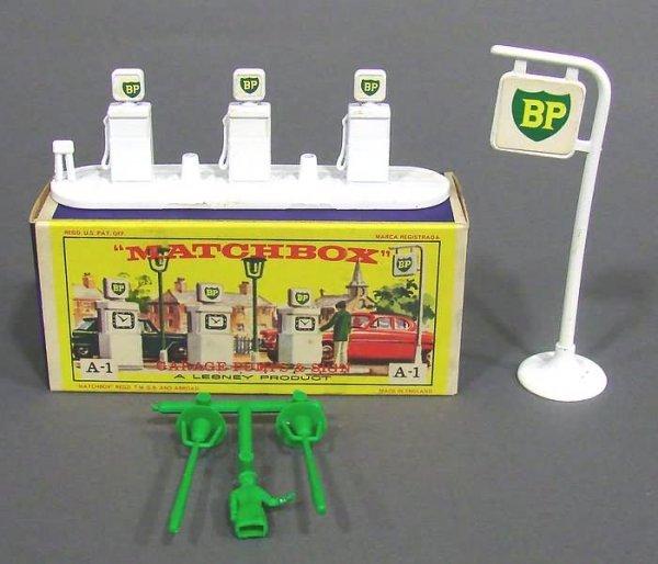 5008: Matchbox A-1 Garage Pumps and Sign BP