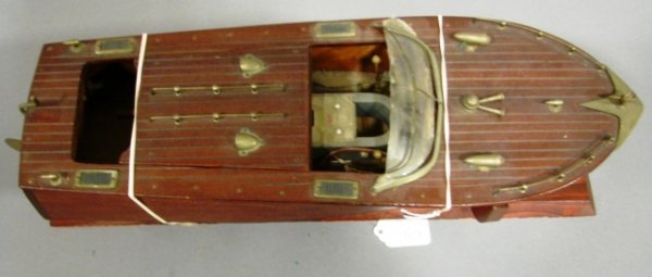 3621: K&O battery operated wooden speed boat