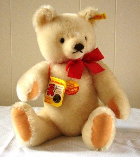 7011: Original Steiff Teddy Bear
