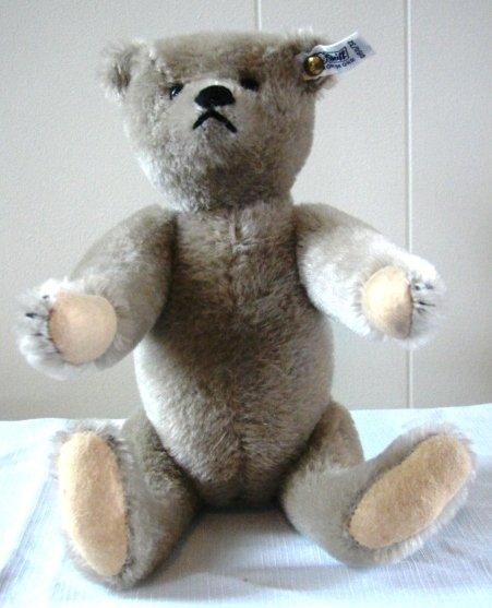7012: Original Steiff Teddy Bear