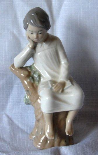 7015: Lladro Figure - L#4876 - Thinker, Little Boy