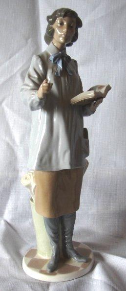 7019: Lladro Figure - L#5048 - Teacher Woman
