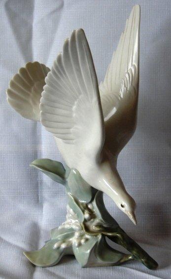 7020: Lladro Figure - L#4550 - Turtle Dove