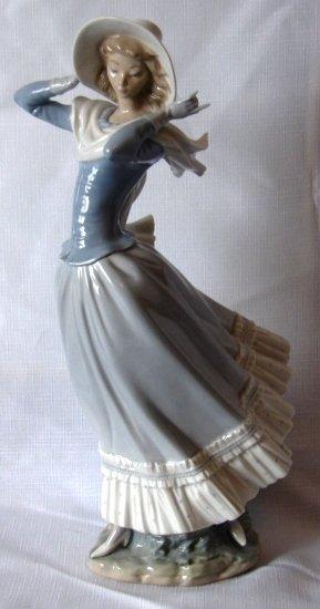 7021: Lladro Figure - L#4936 - Spring Breeze