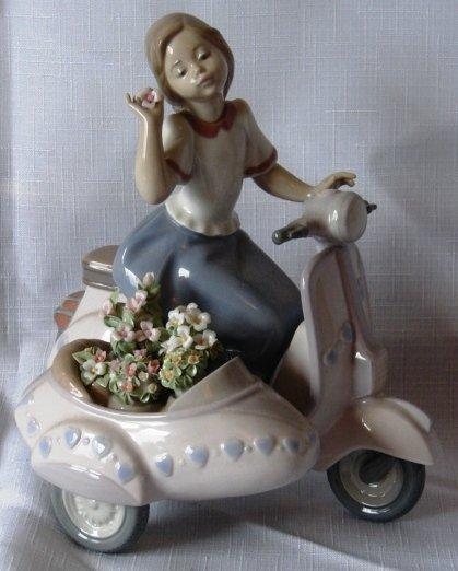 7022: Lladro Figure - L#5795 - Floral Getaway