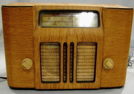 1011: Rogers Majestic Model R-266 Radio
