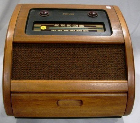 1018: Philco Model 46-1201 Radio & Phonograph