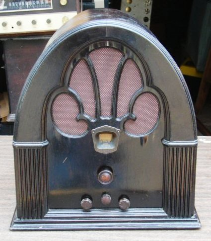 3312: Philco Model 70 Cathedral Tabletop Radio