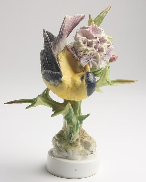2004: Dorothy Doughty Goldfinch Hen and Thistle