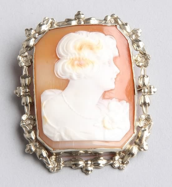 1019: Cameo Pin and Pendant