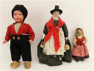 LOT OF DOLLS REPRESENTING OTHER COUNTRIES