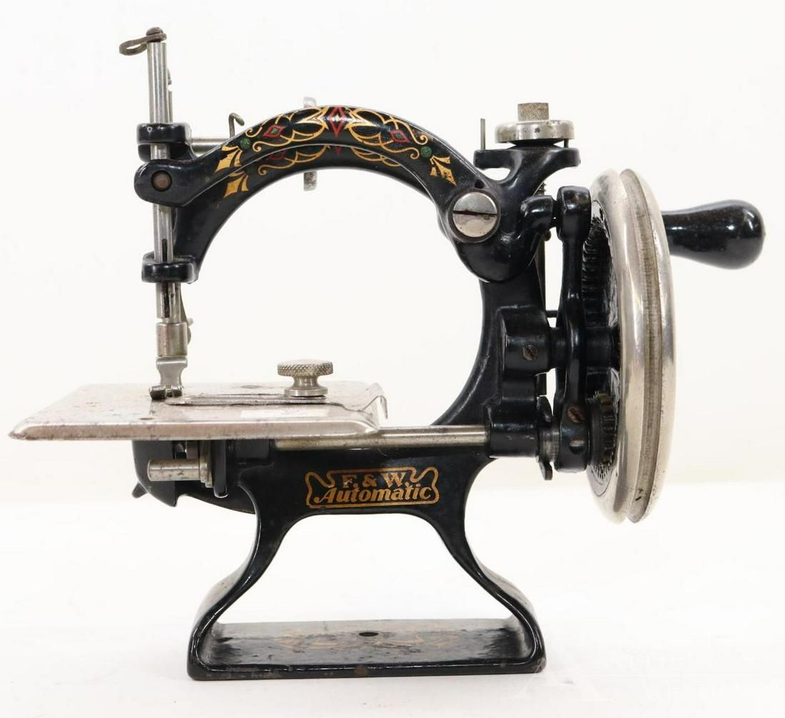 LOT OF TOY SEWING MACHINES.