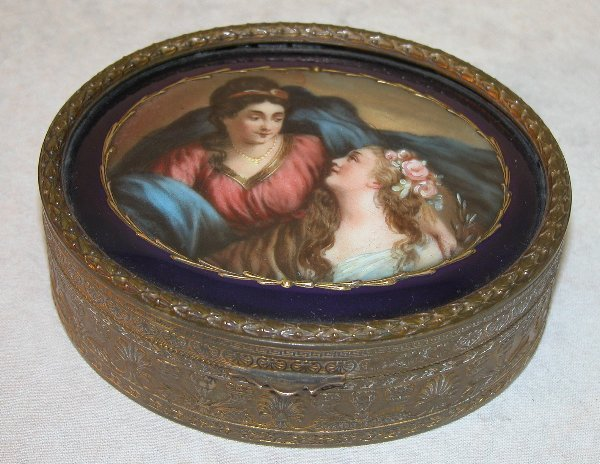 1559: Trinket Box With Painted Enamel Lid.