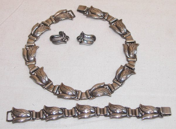 1023: Sterling Silver Jewelry Set.