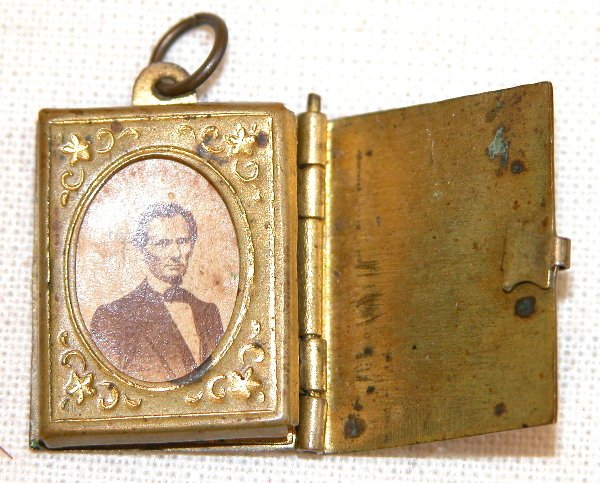 518: Lincoln/Grant Locket.