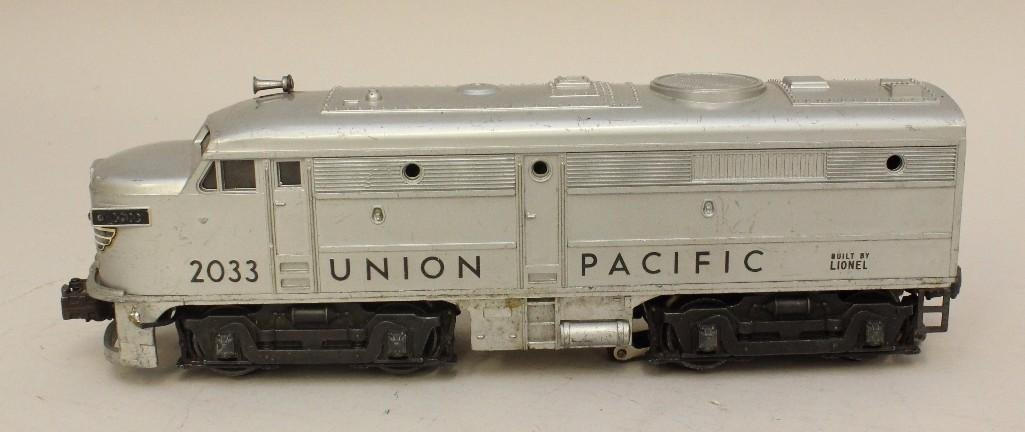 Lot of 2 Lionel Union Pacific Engines - 2