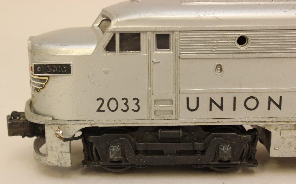 Lot of 2 Lionel Union Pacific Engines - 3