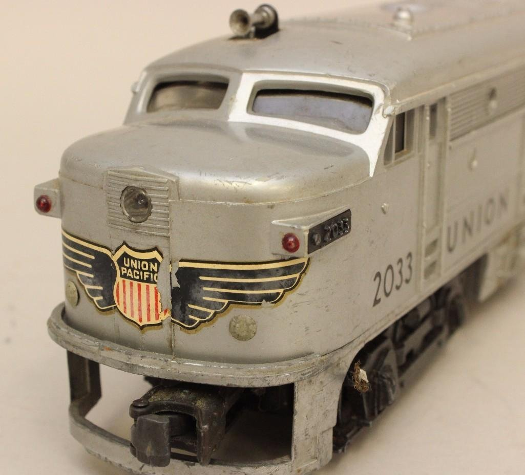 Lot of 2 Lionel Union Pacific Engines - 4
