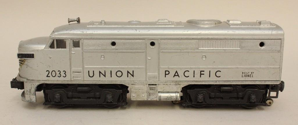 Lot of 2 Lionel Union Pacific Engines - 5