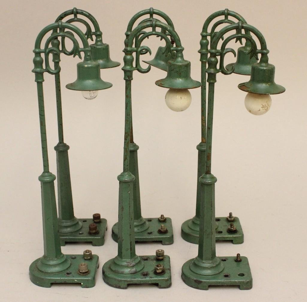 Lot of 6 Lionel White Metal Lamp Post Lights - 2