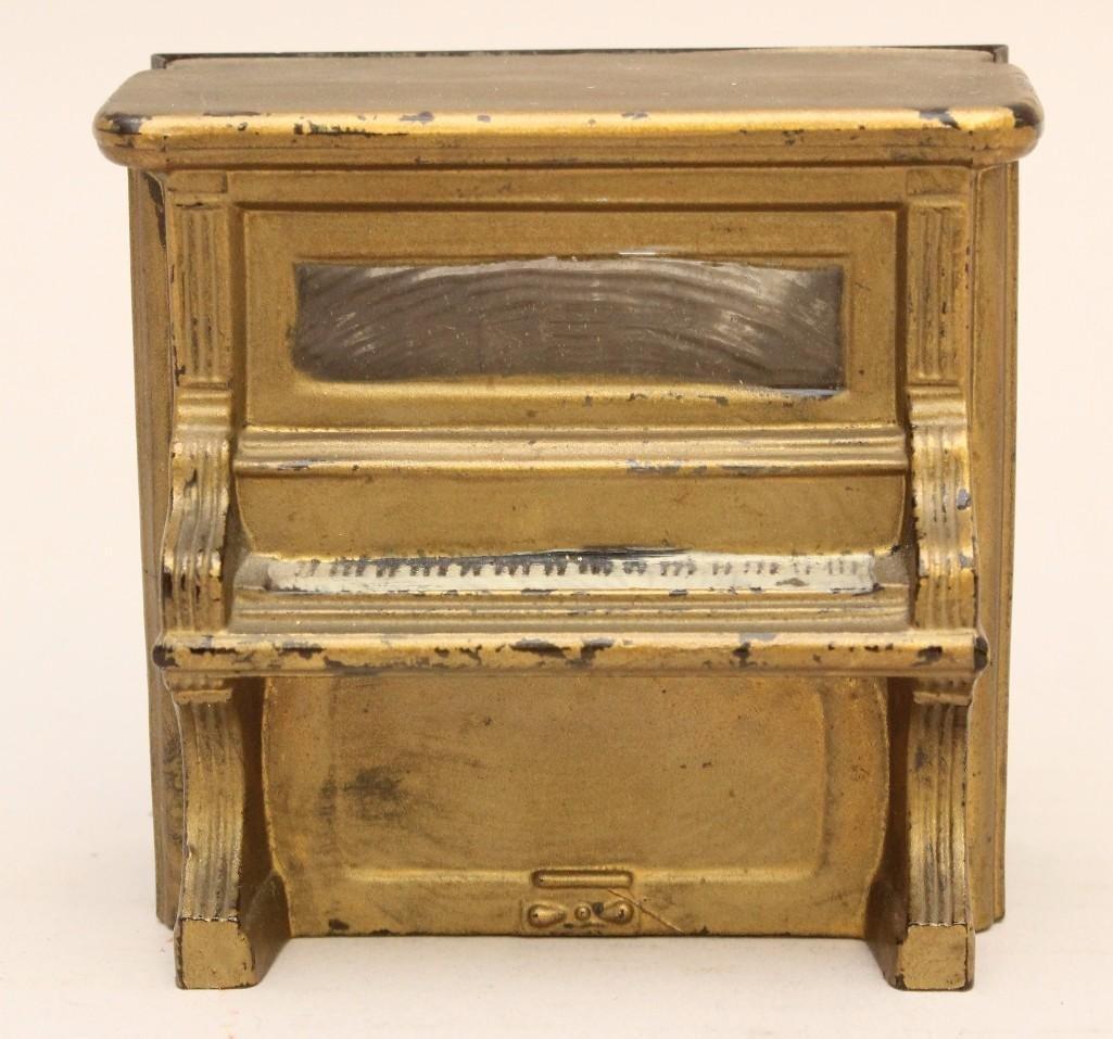 Still Bank Piano