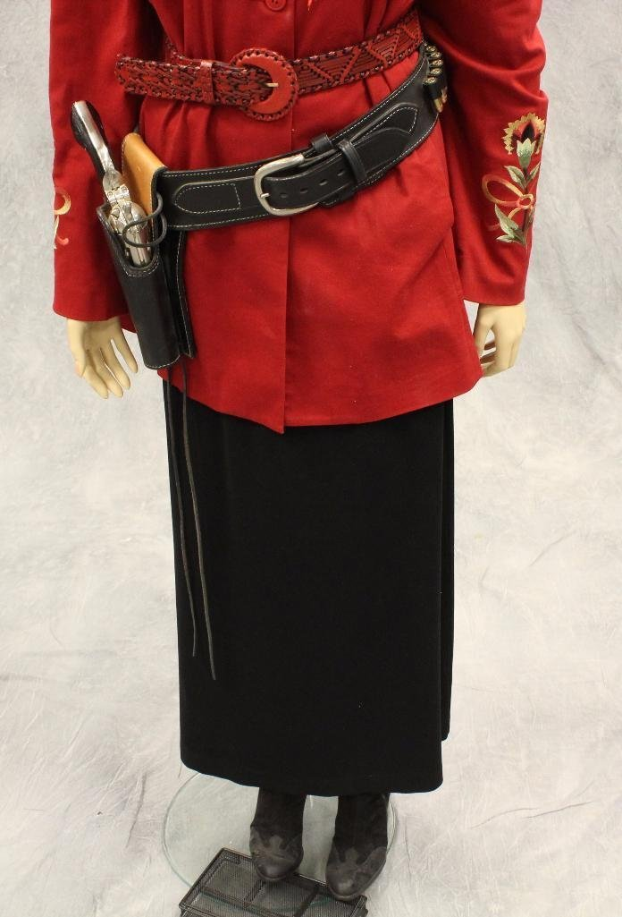 """Annie Oakley"" Mannequin with Replica Pistol - 3"