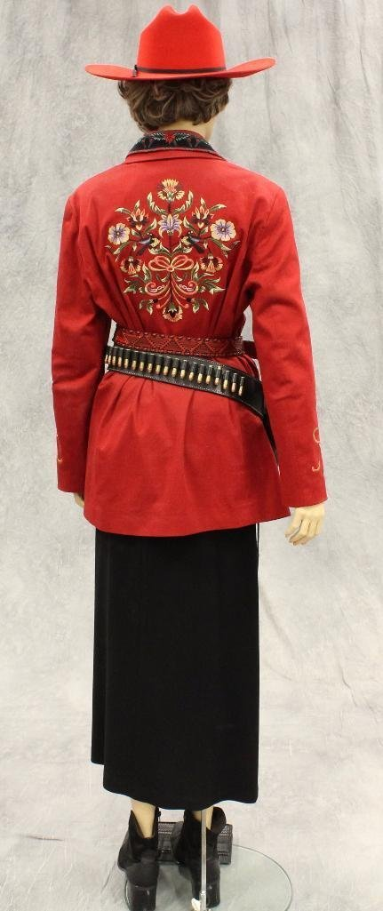 """Annie Oakley"" Mannequin with Replica Pistol - 5"