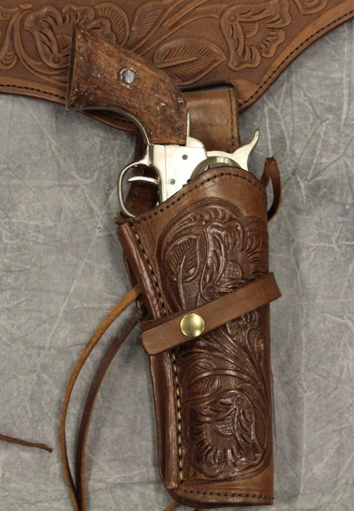 Replica Collector's Armoury Pistol and Holster - 3