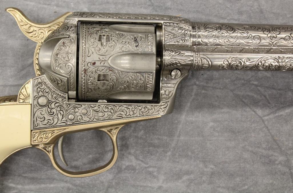 John Wayne Franklin Mint Replica 45 cal Colt Pistol - 3