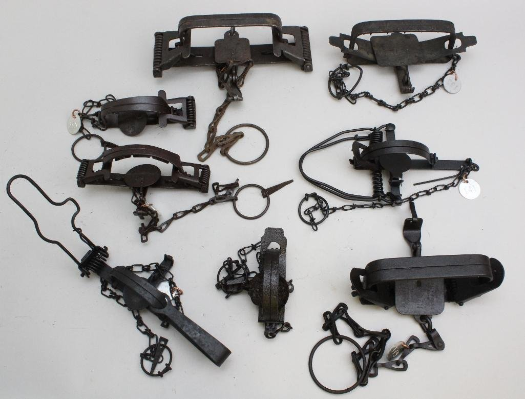 Lot of 8 Traps - 2