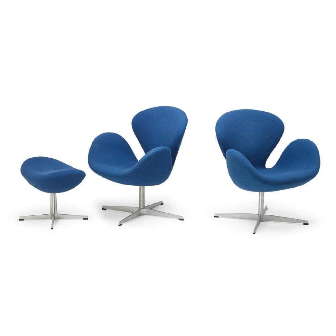 ARNE JACOBSEN Pair of Swan chairs, ottoman