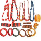 LARGE COLLECTION OF BAKELITE OR RESINOUS JEWELRY