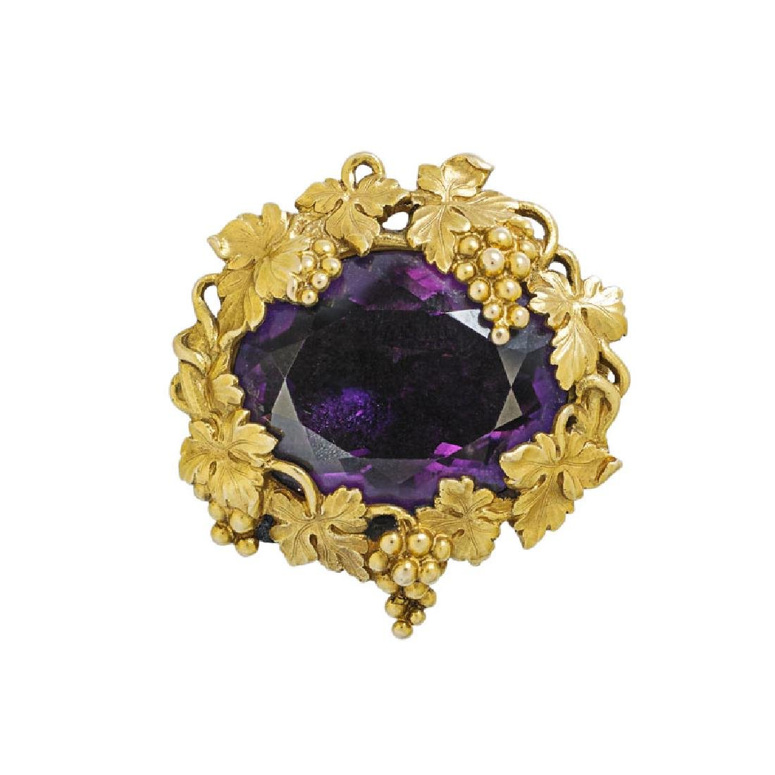 SCULPTED YELLOW GOLD GRAPEVINE & AMETHYST BROOCH