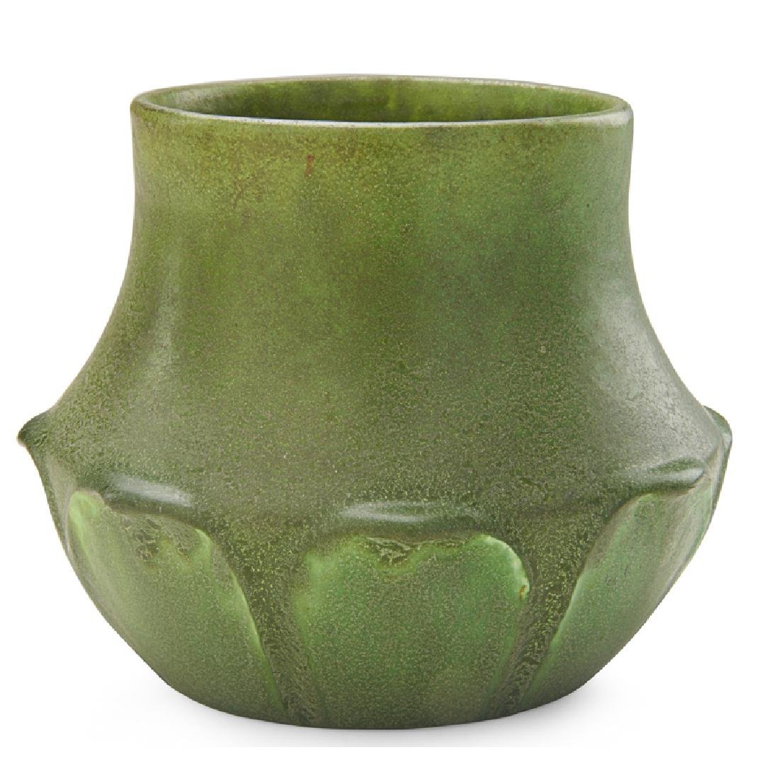 GRUEBY Short vase with leaves