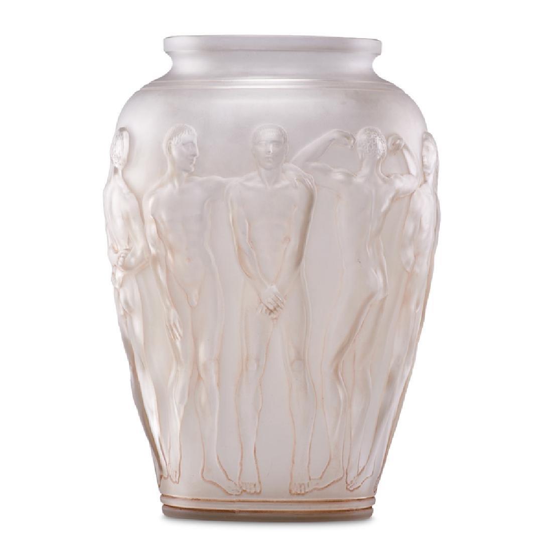 """LALIQUE Rare """"Palestre"""" vase"""