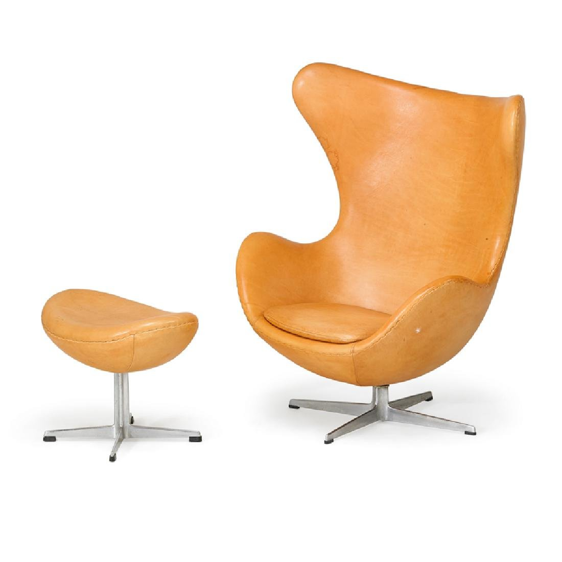 ARNE JACOBSEN  FRITZ HANSEN Egg chair and ottoman