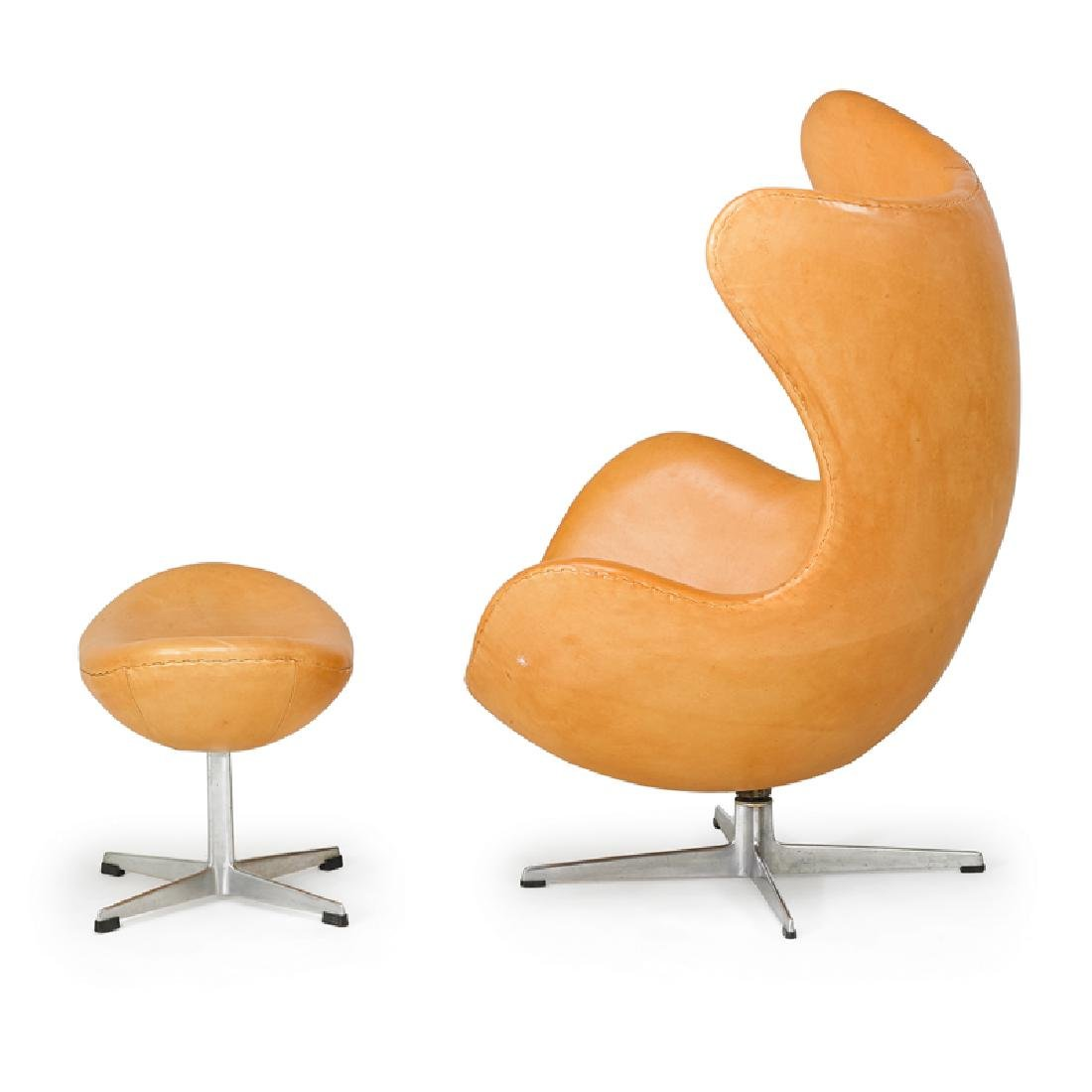 ARNE JACOBSEN  FRITZ HANSEN Egg chair and ottoman - 2