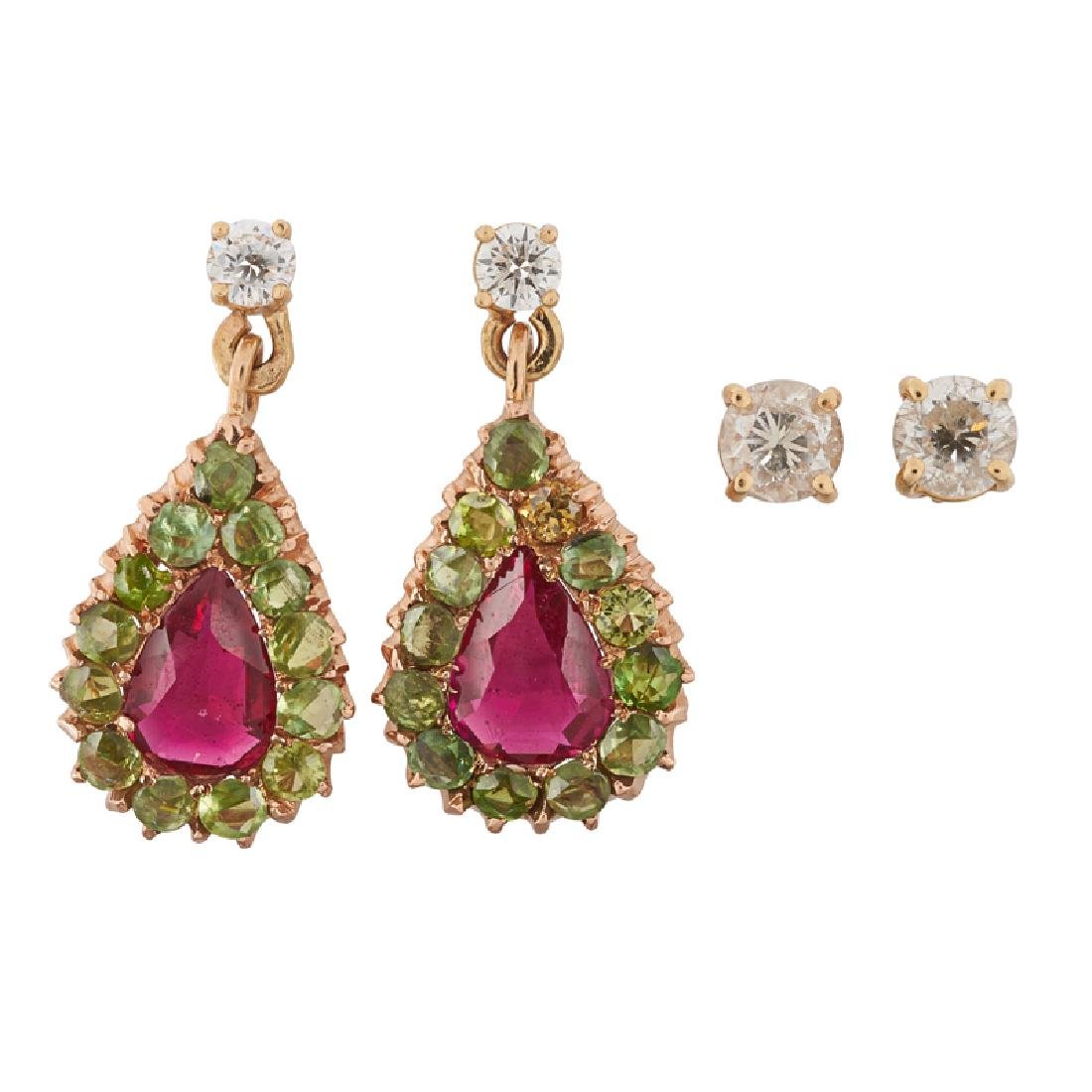 DIAMOND OR GEM-SET YELLOW GOLD EARRINGS