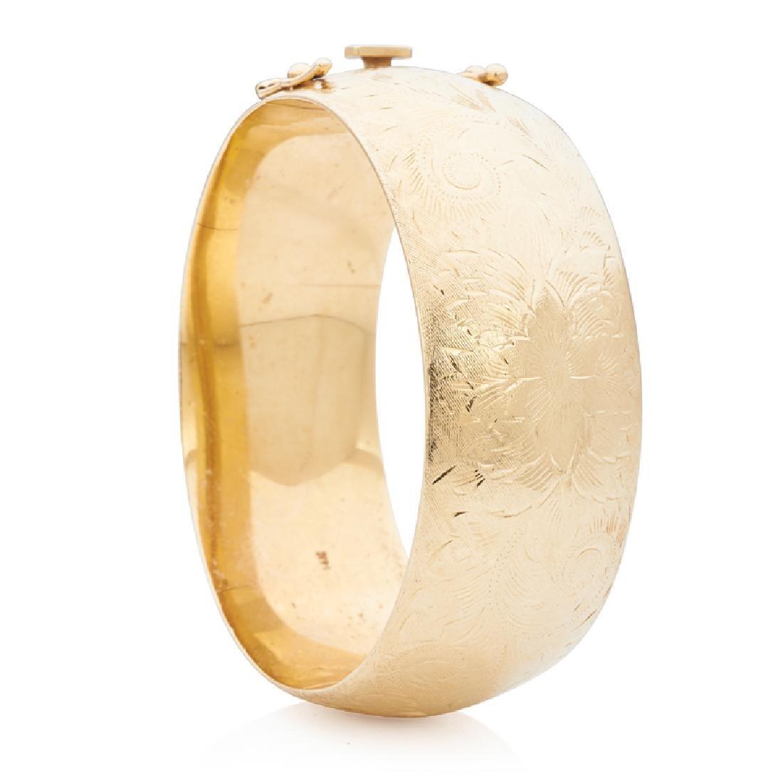 YELLOW GOLD HINGED BANGLE BRACELET