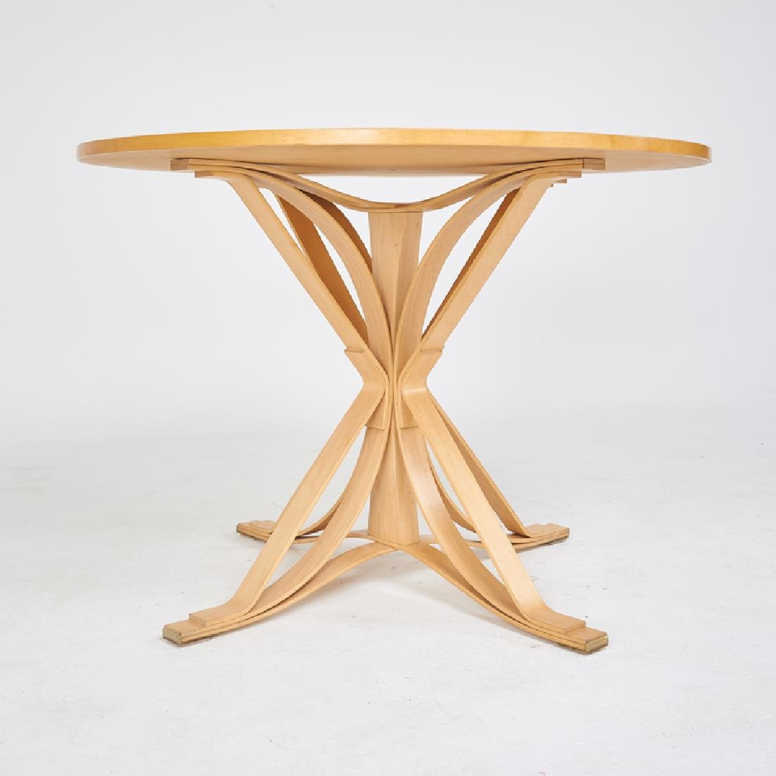 FRANK GEHRY; KNOLL Table and set of four chairs - 4