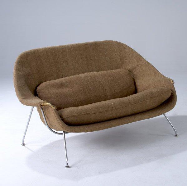 15: EERO SAARINEN / KNOLL Womb sofa