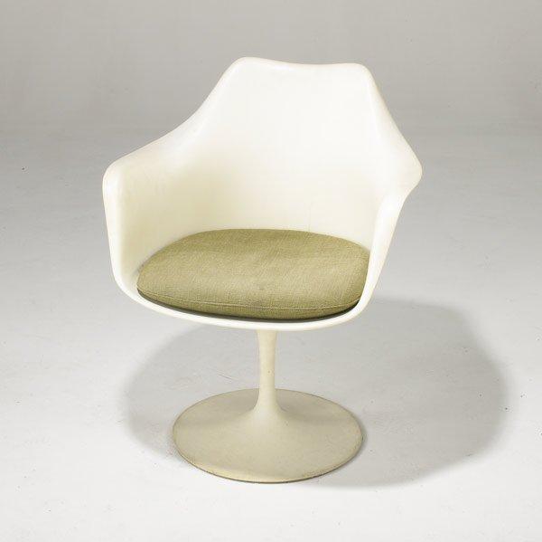 17: EERO SAARINEN / KNOLL Tulip armchair