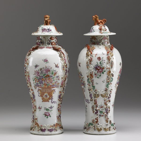 1: CHINESE EXPORT Pair of covered urns