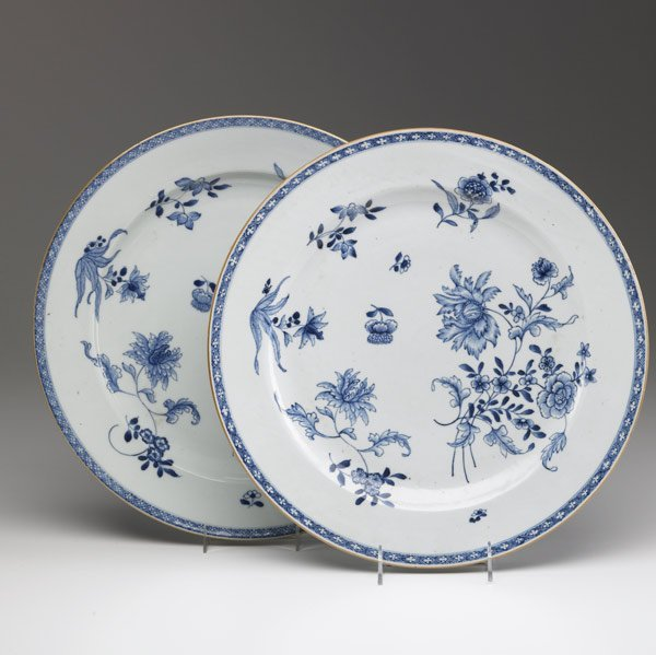 7: CHINESE EXPORT Pair of blue and white chargers