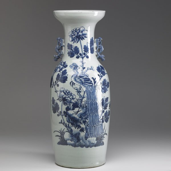 19: CHINESE EXPORT Tall urn