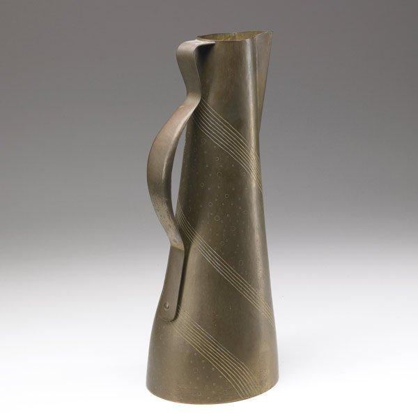 607: HAYNO FOCKEN Tall hammered brass pitcher
