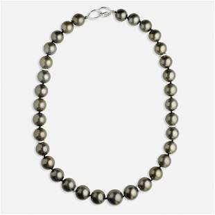 Dark grey cultured pearl necklace