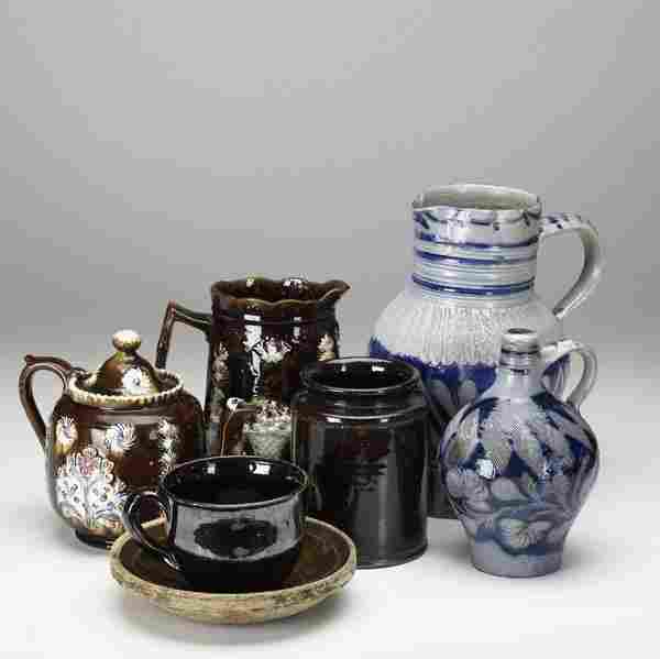1738: DECORATIVE POTTERY Eight assorted pieces